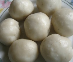 Sweet Steamed Rice Balls