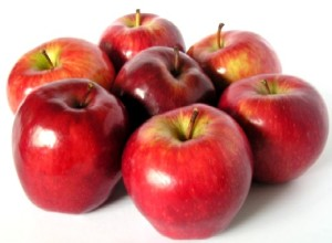 Apples - fruits and vegetables that can give you glowing skin