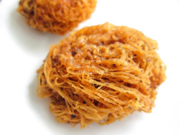 Fried Idiyappam Recipe - പൊരിച്ച ഇടിയപ്പം - Ramadan Special - Snack Recipe