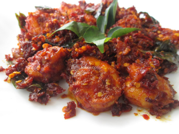 Dry Red Chilli Prawns Fry Recipe - നാടൻ ചെമ്മീൻ ഫ്രൈ - Spicy Recipe