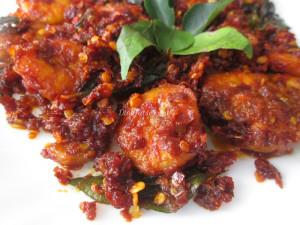 Dry Red Chilly Prawns Fry Recipe  നാടൻ ചെമ്മീൻ ഫ്രൈ   Kerala Recipe