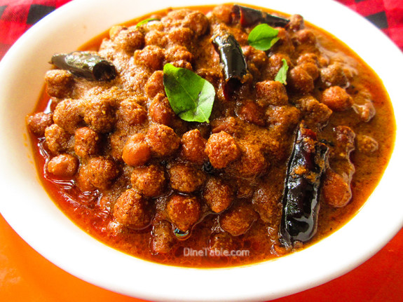 Varutharacha Kadala Curry Recipe / Chickpeas Curry / Spicy