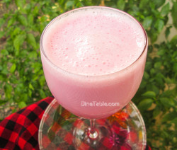 Strawberry Yogurt Banana Smoothie / Nutritious