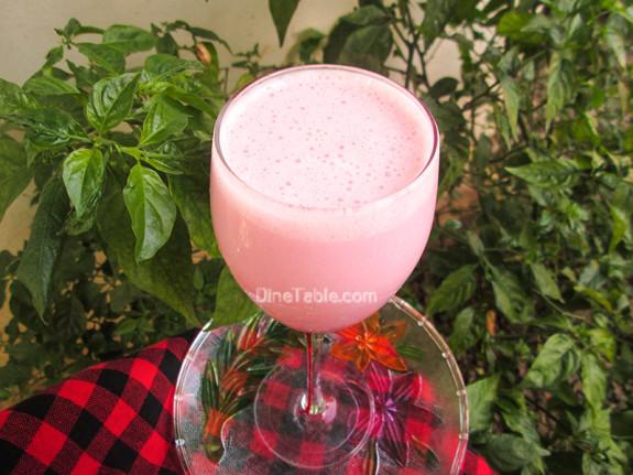 Strawberry Yogurt Banana Smoothie / Tasty
