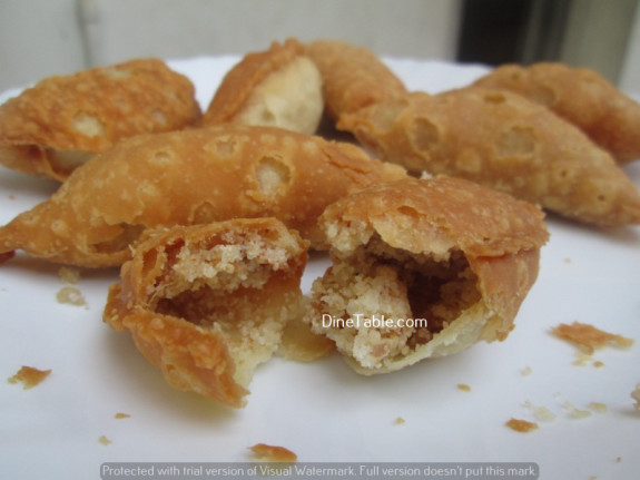 Karanji (Gujiya) / Diwali Sweet / Crispy
