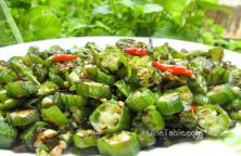 Vendakka Mezhukkupuratti Recipe / Simple Dish