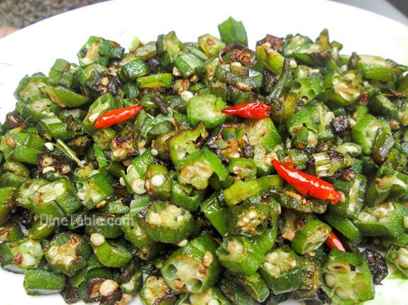 Vendakka Mezhukkupuratti / Kerala Style Recipe