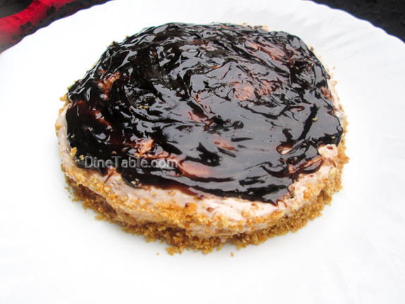 Cheesecake With Chocolate Sauce Topping / Yummy