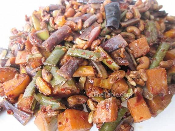 Kaya Achinga Payar Mezhukkupuratti / Easy Side Dish