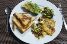 Easy egg bake with loaded vegetables & baked bread - Healthy & Easy Breakfast Recipe